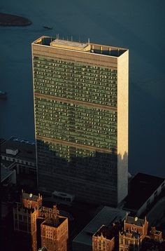 United Nations Headquarters, 1st Avenue, from 42nd Street north, on the East River, NYC