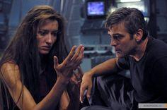 «Солярис» (англ. Solaris) — фантастическая драма 2002 года режиссёра Стивена Содерберга по одноименному роману Станислава Лема. Джордж Клуни-Доктор Крис Кельвин. Наташа Макэлхон - Рея (Хари)