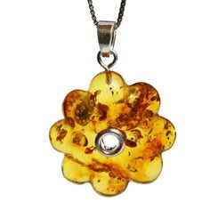 Amber flowers. Summer shapes to warm you up this autumn and winter. #summerflower #amberflower #amberflowers #flowerpendant #amberlove #amberset #flowerjewellery #summershine #summercolour