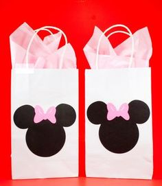Minnie Mouse Party Bags - Minnie Mouse Goody Bags - Minnie Mouse Treat Bags - Minnie Mouse Gift Bags by ThePaperCutDesigns on Etsy https://www.etsy.com/listing/278002956/minnie-mouse-party-bags-minnie-mouse