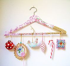 Fun idea if you're like me and have more ornaments than trees. Crafts For Kids, Arts And Crafts, Diy Crafts, Noel Christmas, Christmas Crafts, Hanger Crafts, Happy Birthday Jesus, Pintura Country, Idee Diy
