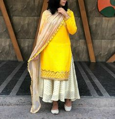 Punjabi Fashion, Pakistani Fashion Casual, Indian Fashion Dresses, Indian Outfits, Ethnic Fashion, Salwar Suits Party Wear, Party Wear Dresses, Indian Attire, Indian Wear