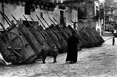 Henri Cartier-Bresson, Carri allineati, 1951