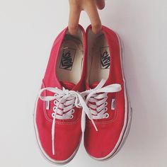 These are outie!! No more bows, CUT LOOSE with innie!  Red Authentics