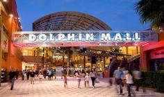 O Dolphin Mall é um shopping - outlet e disputa a preferência dos brasileiros com o pai de todos os outlets: O Sawgrass Mills. Isso por quê o Dolphin Mall está melhor localizado, mais próximo do centro de Miami, enquanto que o Sawgrass Mills está distante cerca de 50 km. Porém, o Sawgrass Mills é bem maior ( o maior outlet do mundo) com melhores preços e variedades - Compras em Miami #compras #miami #outlet - http://casasemmiami.com.br