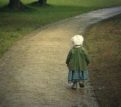 little people fascination Amish Country, Country Life, Country Roads, Country Charm, Country Living, Wabi Sabi, Amish Culture, Irish Cottage, Walking Alone