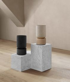 B O audio launched the Beosound Balance speaker. B/O Beosound Balance is composed of an oak base designed to guarantee the stability of the speaker. Sonos, Home Speakers, Wireless Speakers, Amazon Echo, Wi Fi, Bang And Olufsen, Speaker Design, Yanko Design, Ui Design