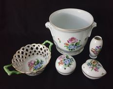 Catawiki online auction house: Herend (5) - Porcelain Old Baskets, Hungary, Trinket Boxes, Flower Decorations, Auction, Porcelain, House, Floral Decorations, Porcelain Ceramics