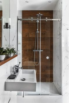 Amazing bathroom shower ideas, On a budget walk in modern bathroom designs DIY Master ceilings, no door and with glass door - Small bathroom shower Wood Tile Shower, Wood Bathroom, Bathroom Flooring, Bathroom Ideas, Shower Ideas, Tile Wood, Bathroom Pink, Bathroom Cabinets, Brown Bathroom