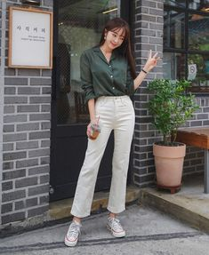 Korean fashion has been trending for many years, and it's for good reasons. With Korean's approach to outfits, accessories, and shoes, it is no doubt how many people search for Korean fashion trends for great looks. Korean Fashion Trends, Korea Fashion, Asian Fashion, Trendy Fashion, Korean Street Fashion Summer, Summer Outfits Korean, Ulzzang Fashion Summer, Korean Fashion Summer Casual, Korean Fashion Street Casual