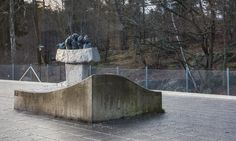 Sockenplan – Sture Collin Collin's 1990 Ship of Fools sculpture refers to the medieval belief that the earth was flat