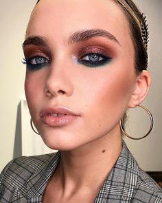 2,083 отметок «Нравится», 16 комментариев — Денис Карташев (@deniskartashev) в Instagram: «Makeup by me , Моя нереальная модель @pustovayad ❤️ мастер класс на #beautyмарафон2017 в Челябинске…» Pretty Makeup, Glam Makeup, Kiss Makeup, Makeup Art, Love Makeup, Makeup Inspo, Hair Makeup, Beauty Makeup, Hazel Eye Makeup