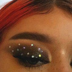 12 Festive Christmas Makeup Ideas Are you searching for the trendiest prom makeup ideas to be the real Prom Queen? We have collected many ideas for your inspiration - Make Up Time Natural Eye Makeup, Eye Makeup Tips, Makeup Inspo, Makeup Inspiration, Makeup Ideas, Star Makeup, Easy Makeup, Makeup Tutorials, Unique Makeup