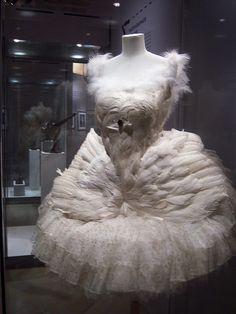 Ballet Costumes, Diy Costumes, Vintage Costumes, Dance Costumes, Ballet Poses, Ballet Dance, Ballerine Vintage, Feather Cape, Anna Pavlova