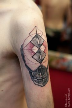 only 1 orientation placement tattoo. The diamond circle shapes and the red colour with the skull.