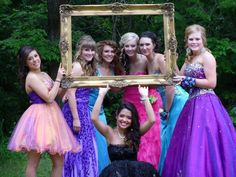Prom pictures ideas would be cute with the guys holding the frame with the girl faces framed. Are you going prom? So you can find hair style, dress, makeup ideas this page. Homecoming 2014, Homecoming Pictures, Prom Photos, Prom Pics, Homecoming Poses, Senior Photos, Formal Dance, Formal Prom, Prom Picture Poses
