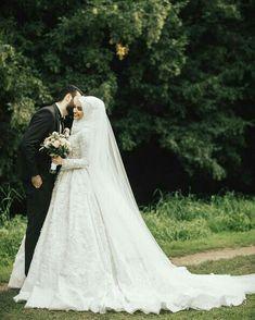 Düğün Fotoğrafları (Hijab) - Wedding and Gowns Hijabi Wedding, Muslimah Wedding Dress, Disney Wedding Dresses, Pakistani Wedding Dresses, Wedding Poses, Wedding Couples, Bridal Hijab, Bride Photography, Muslim Couples