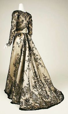 Robe Du Soir Dos, 1888-89. No bustle, but soft pleating at the back of skirt and train