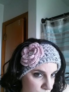 Mill Run Mama: Chunky Crochet Ear Warmer - - - FREE Pattern; don't like the headband pattern, but the flower pattern is perfect. Chunky Crochet, Knit Or Crochet, Crochet Scarves, Crochet Crafts, Crochet Projects, Chunky Yarn, Crocheted Hats, Crochet Headband Pattern, Crochet Flower Patterns