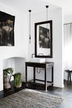 Spanish style homes – Mediterranean Home Decor Natural Bathroom, Simple Bathroom, Modern Bathroom, Bathroom Ideas, Bathroom Designs, Pool Bathroom, Bath Ideas, Bathroom Inspiration, Design Inspiration