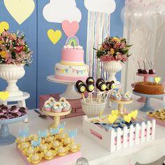 Colores muy fuertes y en contraste para crear una fiesta llena de imaginación y perfecta para los más pequeños de la casa.