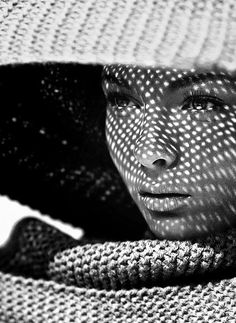 Portrait Photography Inspiration : Light and shadow - Photography Magazine Light And Shadow Photography, Black And White Photography, Reflection Photography, Monochrome Photography, Creative Photography, Portrait Photography, Fashion Photography, Photography Ideas, Pattern Photography