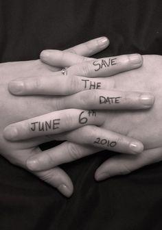 Un save the date plus qu'original...10 doigts qui s'enlacent, tout en poésie                                                                                                                                                     Plus