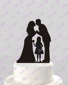 Prêt pour l'expédition, le jour ouvrable suivant! (Pas de livraison le dimanche) Ce topper est prédécoupé et est disponible en solide noir acrylique seulement *** Ce mariée & marié avec une forme de gâteau de mariage de fille de fleur moderne offre une façon unique de partager votre