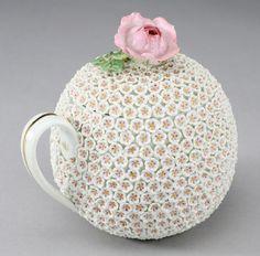"123: A fine Meissen Schneeball ""Snowball"" covered cup"