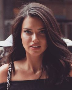 Adriana Lima on Eating Healthy While Traveling and Wearing Makeup at the Gym – Celebrities Woman Modelos Victoria Secrets, Beauty Routine Planner, Korean Beauty Tips, French Beauty Secrets, Adriana Lima Victoria Secret, Victoria Secret Hair, Vs Fashion Shows, Brazilian Models, Pretty Face