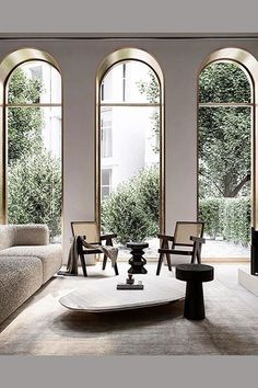 These beautiful windows embrace all their lovely curves. PHOTO: Quadro Room #greatwindows #gorgeouswindow #beautifulwindow #unusualwindow #uniquewindow #leadedglass #stainedglass #marciamooredesign #marciamooredesignblog #allthebestm #interiordesign