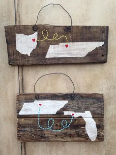 21 Outrageously Smart Recycled Pallet Crafts That You Should Try-#4 DIY WALL ART SHOWCASING YOUR FAVORITE TRIP