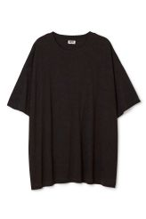 <p>The Huge T-Shirt Dress is made of soft cotton jersey andhas an oversized fit,aribbed round neck and wide sleeves.</p><p>- Size Small measures 148 cm in chest circumference and 83 cm in length. The sleeve length is 24 cm.</p>