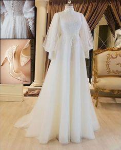 Hijab Prom Dress, Muslimah Wedding Dress, Muslim Wedding Dresses, Dream Wedding Dresses, Bridal Dresses, Hijab Bride, Beautiful Prom Dresses, Pretty Dresses, Wedding Hijab Styles