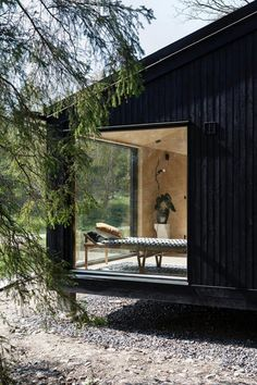 I totally fancy this colour for this Villa, Black House Exterior, Cabin Design, Prefab Homes, House In The Woods, Exterior Design, Decks, Architecture Design, Cottage