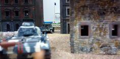 65: Ein Panzerduell zeichnet sich ab. Gut für den Cromwell: der Flankenschutz kann besser nicht sein. Gut für den Panzer III: es steht Infanterie zur Unterstützung bereit.