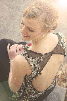 Prom picture ideas - female portrait - formal wear photography - homecoming dress -