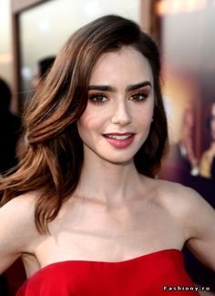 Lily Collins Long Wavy Cut - Lily Collins looked simply beautiful with her loose wavy hairstyle at the premiere of 'The Last Tycoon. Lily Collins Hair, Lily Collins Makeup, Lily Collins Eyebrows, Lily Collins Style, Woman Crush, Pretty People, Makeup Looks, Hair Makeup, Red Makeup