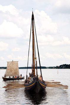 """Roskilde Viking langskib """"Havinghsten"""" rowing"""