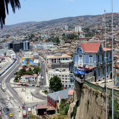 Valparaiso, Chile Chile, Walking Tour, Mayo, Pretty Pictures, Geography, Tours, Mansions, House Styles, World