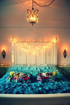 12 Ideas for Year-round Christmas Lights Decoration in the Bedroom - Wave Avenue