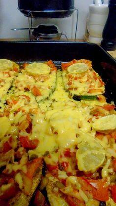 Abobrinha-Recheada-Gratinada queijo, tomates, e rodelas de limão, ficou tão bom gente, pratico e rápido.