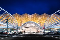 https://flic.kr/p/CkQErf | Gare do Oriente | Gare do Oriente or Lisbon Orient Station is one of the main transport hubs in Lisbon, Portugal.  It was designed by the Spanish architect Santiago Calatrava and built by Necso. It was finished in 1998 for the Expo '98 world's fair in Parque das Nações, where it is located. It encompasses a Lisbon Metro station, a high-speed, commuter and regional train hub, a local, national and international bus station, a shopping centre and a police station.