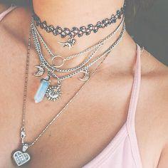 Bijouterie uploaded by Girl Almighty on We Heart It Cute Jewelry, Jewelry Box, Jewelry Accessories, Fashion Accessories, Fashion Jewelry, Hipster Jewelry, Grunge Jewelry, Fashion Necklace, Grunge Style