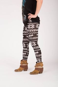 Phelan - Winter print legging Winter Leggings, Harem Pants, Sweatpants, Fashion, Moda, Harem Trousers, Fashion Styles, Harlem Pants, Fashion Illustrations