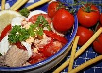 Rajčatový salát s tuňákem Beef, Chicken, Food, Meals, Yemek, Steak, Cubs, Eten