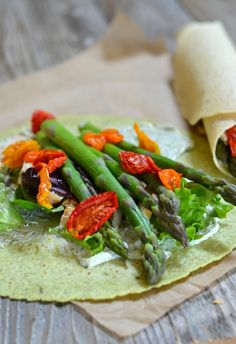 Asparagus & Chicken Wraps with Dill Cream Cheese | mountainmamacooks... #eatseasonal