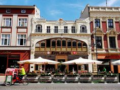 Lodz, Poland, Piotrkowska stret |#> https://de.pinterest.com/4pietrowy/lodz-%C5%82%C3%B3d%C5%BA-capital-of-center-poland-tenements-city-/