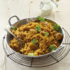 This one-pot rice dish is quick to make and can still be served up a few days later, perfect for leftovers! Easy Cooking, Cooking Recipes, Healthy Recipes, Curry Recipes, South African Recipes, Indian Food Recipes, Africa Recipes, Briyani Recipe, Kos