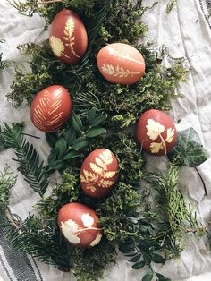 Fall Crafts, Easter Crafts, Diy Crafts, Easter Egg Dye, Egg Designs, Egg Art, Easter Celebration, Happy Easter, Christmas Bulbs